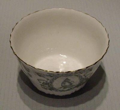 Bowl, commemorates Queen Victoria Diamond Jubilee