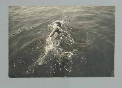 Photograph of Frank Beaurepaire swimming