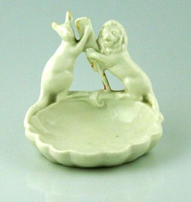 Soap dish, image of kangaroo and lion with cricket bat