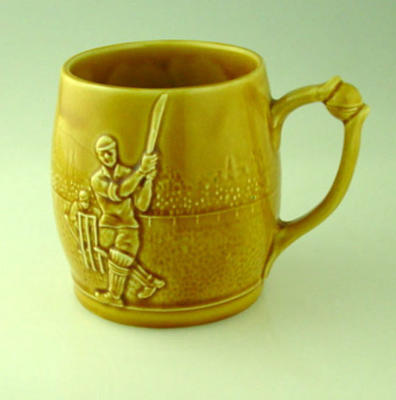 Ceramic mug, cricket design
