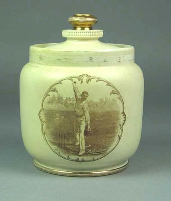 Lid for container, image of Thomas Richardson