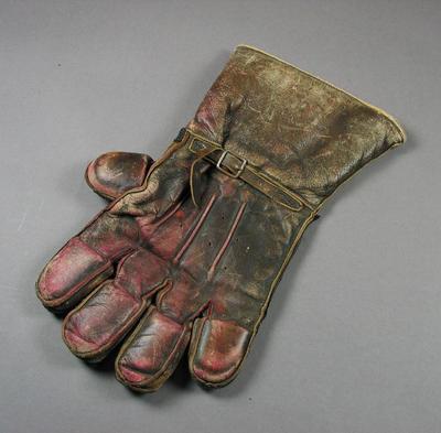 Pair of inscribed  wicket keeping gloves worn by George Duckworth, 1919