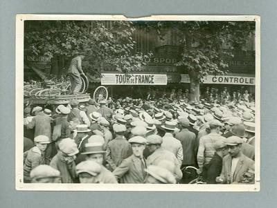 Black and white photograph of onlookers during of the Tour de France in 1928.