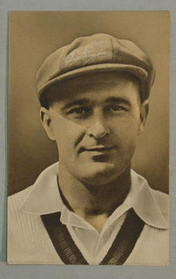 1936-37 Amalgamated Press (Triumph) Test Match Favourites L Darling postcard