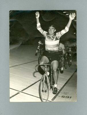 Photograph of Sid Patterson, winning the final of the 1962 Austral Wheel Race
