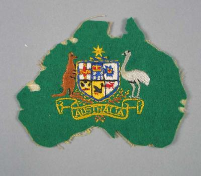 Cloth badge, Australian coat-of arms on green felt; Clothing or accessories; 1998.3394.137