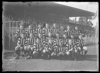Glass negative, image of Collingwood Football Club team - 1940; Photography; 1986.1170.24