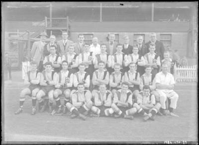 Glass negative, image of St Kilda Football Club team
