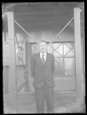 Glass negative, image of unknown man in suit