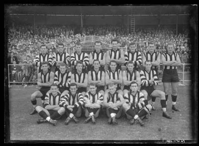 Glass negative, image of Collingwood Football Club team