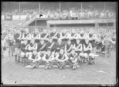 Glass negative, image of Richmond Football Club team c1961