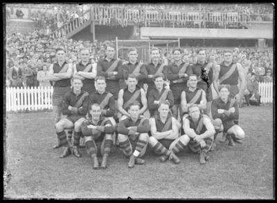 Glass negative, image of Richmond Football Club team