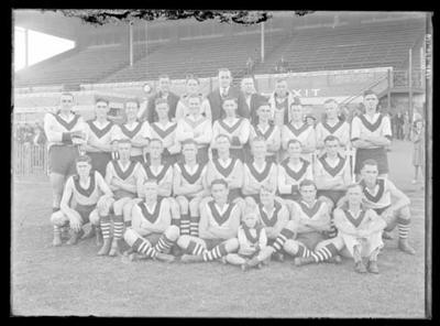 Glass negative, image of South Melbourne Football Club team