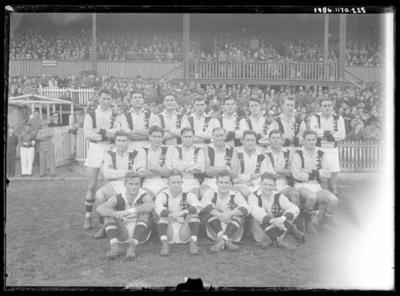 Glass negative, image of St Kilda Football Club team