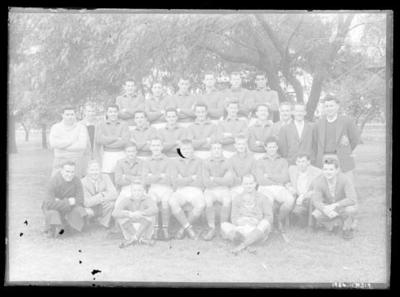 Glass negative, image of unknown sports team; Photography; 1986.1170.319