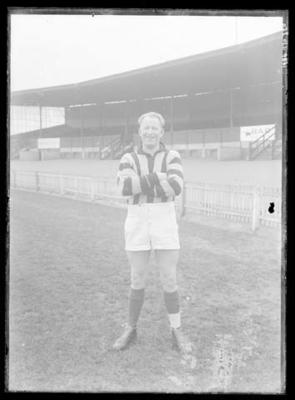 Glass negative, image of Hawthorn Football Club player; Photography; 1986.1170.320