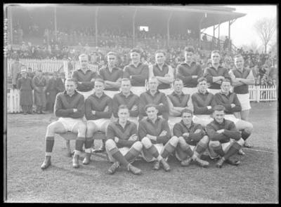 Glass negative, image of Hawthorn Football Club team - 1941; Photography; 1986.1170.474