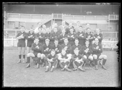 Glass negative, image of Carlton Football Club team; Photography; 1986.1170.581
