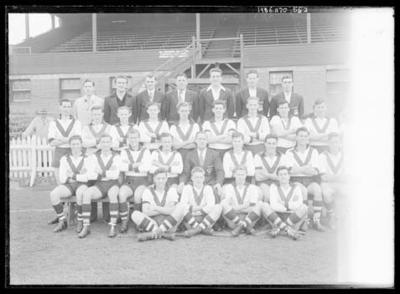 Glass negative, image of South Melbourne Football Club team; Photography; 1986.1170.552