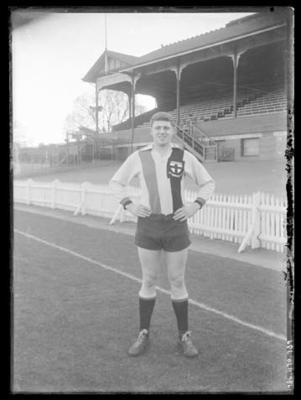 Glass negative, image of St Kilda Football Club player - Ian Synman; Photography; 1986.1170.739