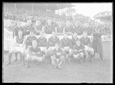 Glass negative, image of Hawthorn Football Club team - 1939; Photography; 1986.1170.1206