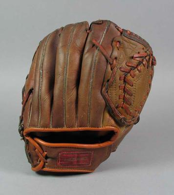 Softball glove, 'Mizuno' brand