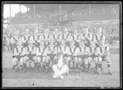Glass negative, image of St Kilda Football Club team; Photography; 1986.1170.1237