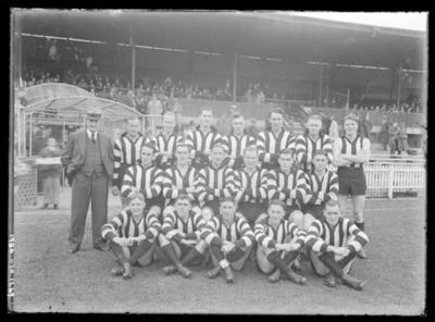 Glass negative, image of Collingwood Football Club team - 1941; Photography; 1986.1170.1269