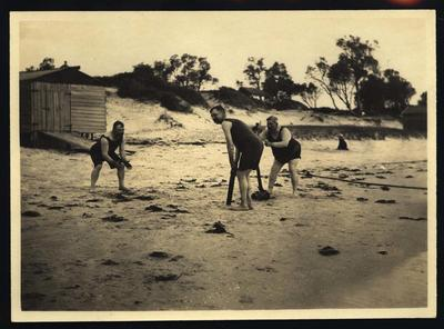Photograph from Frank Laver's photograph album, family and friends - circa 1913; Photography; M10712.92