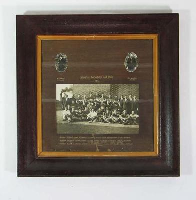 Framed photograph - Islington Loco Football Club team 1922