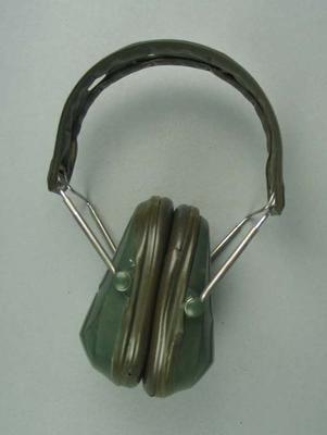Earmuffs, worn by Stan Golinski at 1986 Edinburgh Commonwealth Games