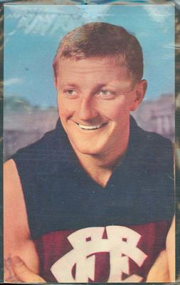 1964 Mobil VFL Footy Photos Kevin Murray trade card