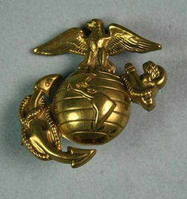 US Marines dress hat emblem badge; Trophies and awards; M15922