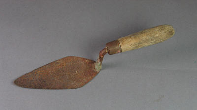 Metal trowel used by Shirley Strickland to dig holes as starting aid, c1948