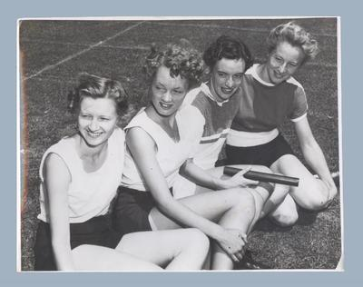 Photograph of Western Australian relay team in Melbourne, January 1952; Photography; 2003.3903.716