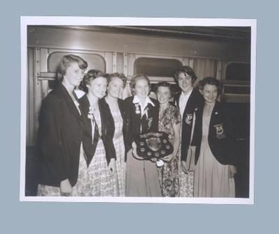 Photograph of WAWAAA team with Doris Mulcahy Shield, Melbourne 1952; Photography; 2003.3903.731