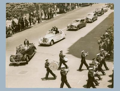 Photograph of Welcome to Perth motorcade, 6 November 1952