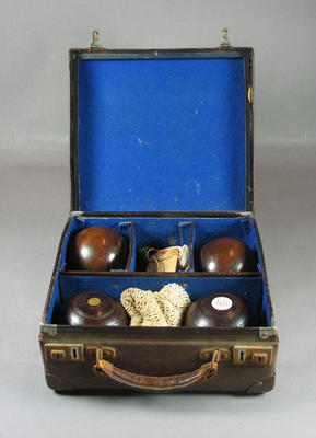 Lawn bowls case, brown with hinged lid