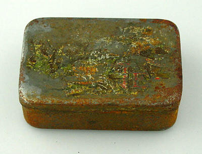 Rectangular metal tin with hinged lid