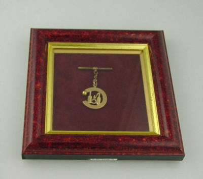 Melbourne Cricket Club Honorary Life Membership fob, presented to C W Simmonds