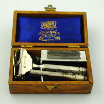 Shaving set, presented to HA Bussell by the Victorian XI in 1928