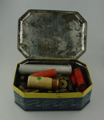 Allen's toffee tin & lid, containing ammunition