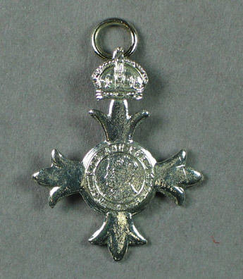 Silver medal - miniature M.B.E. awarded to Percy Pavey in 1971