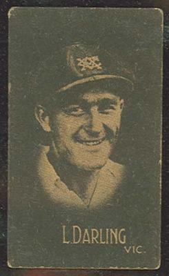 1933 Hoadley's Chocolates Ltd Cricketers L Darling trade card