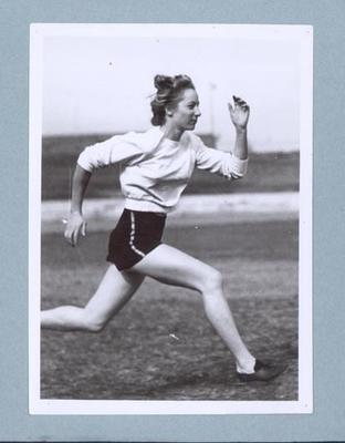 Photograph of Shirley Strickland running, c1947-60