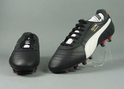"Pair of Puma ""Rehhagel Advantage"" football boots"