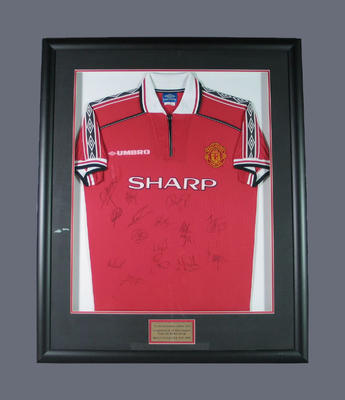 Autographed Manchester United shirt, 1999 Sharp Challenge Cup