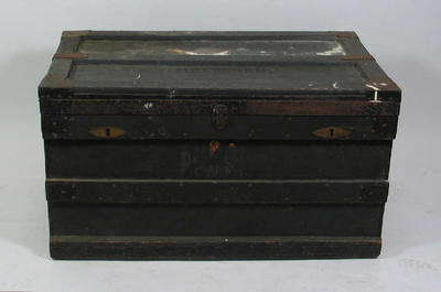 Trunk, wooden chest used by W H Ponsford; Personal effects; 1998.3376.1