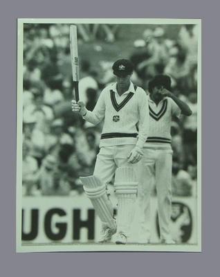 Photograph of Greg Chappell acknowledging crowd, Australia v Pakistan - SCG, 1984