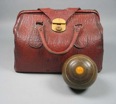 Set of lawn bowls, in carry bag c1932